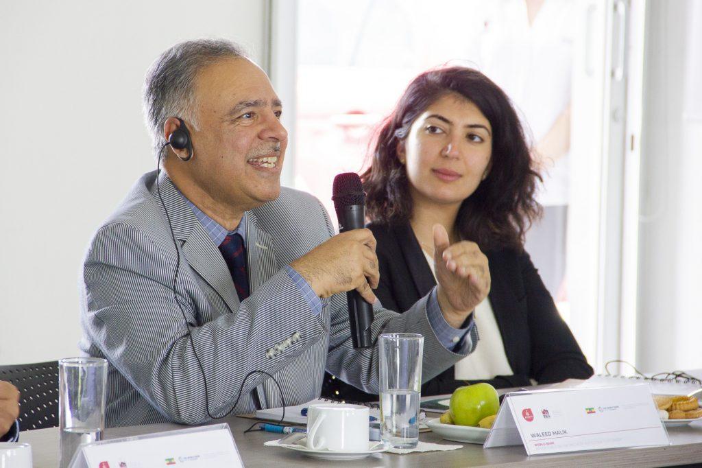 Waleed Malik (izq) y Clara Maghani (der) especialistas de Banco Mundial.